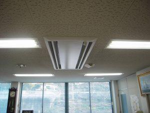 パネルも取付し新設エアコンの室内機取付完了です。
