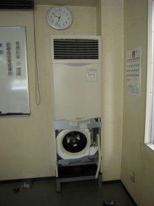 3. 新設エアコンの室内機を設置しています。