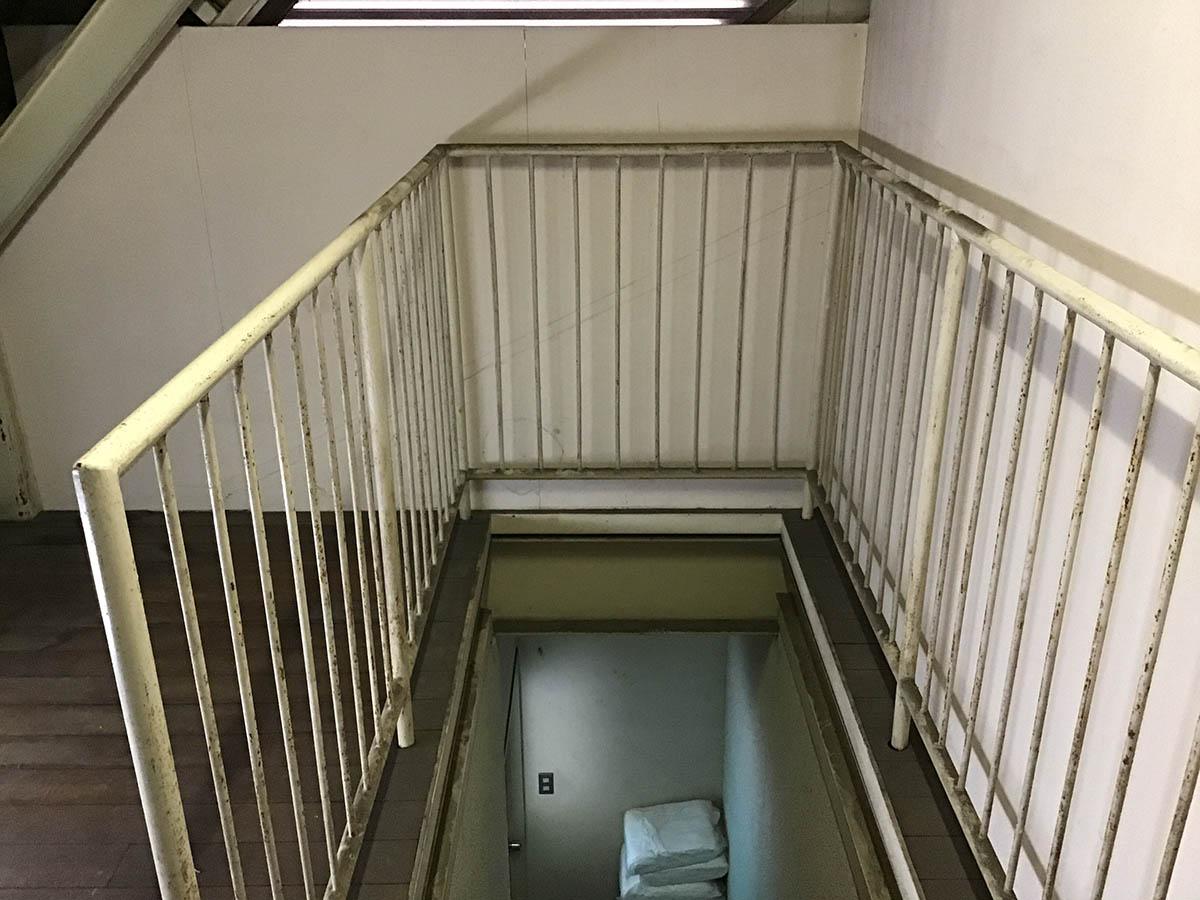 社屋2階事務所と3階屋根裏、そして外壁の現状の様子です。