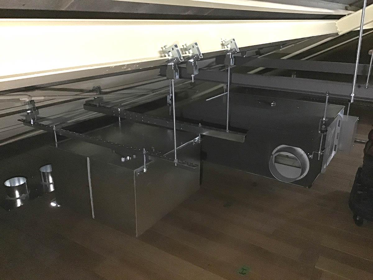 全熱交換器2台の設置据付をしました。